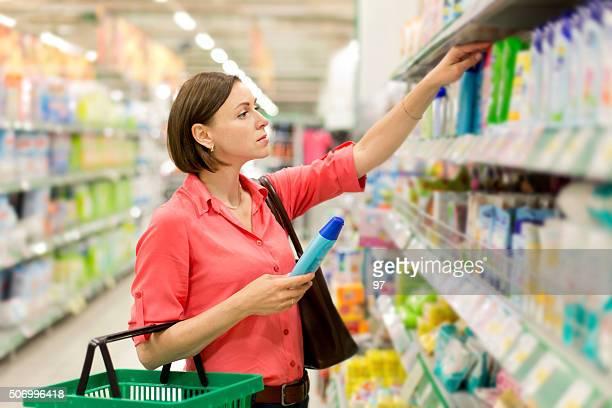 Femme acheter Shampooing