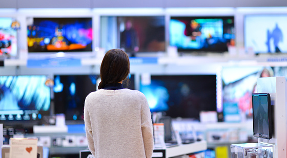Woman buys the TV 1163521306
