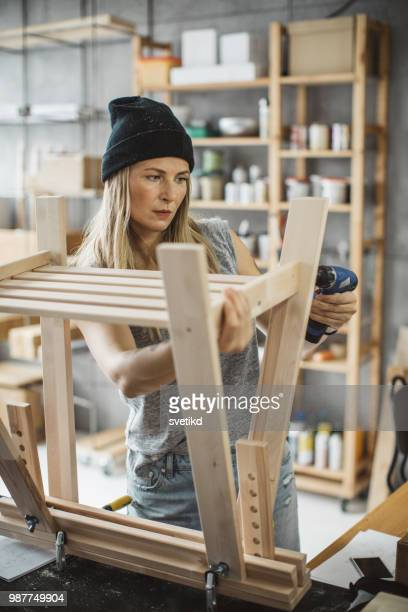 Frau Zimmermann in Werkstatt