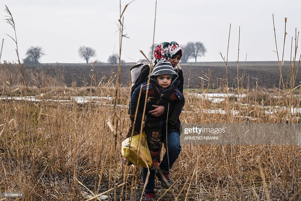 TOPSHOT-SERBIA-MACEDONIA-EUROPE-MIGRANTS : News Photo