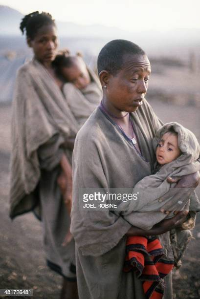 A woman carries her child starving on January 15 1985 in Korem camp Wollo province in Ethiopia Developed countries and ONG started a big campaign...