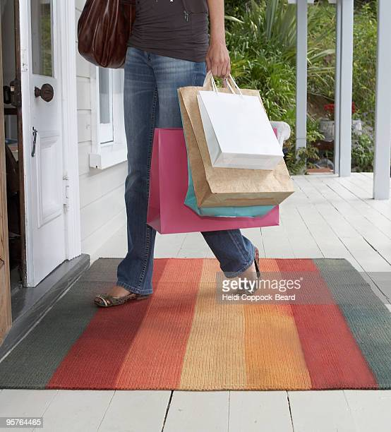 woman carrying shopping - heidi coppock beard stock pictures, royalty-free photos & images