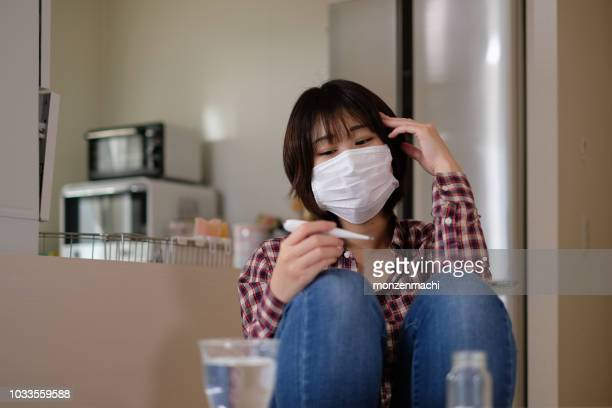 vrouw, een koude te vangen en met koorts