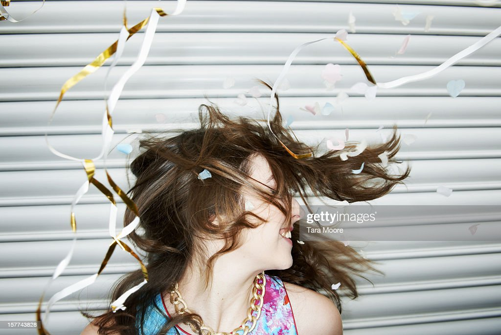 woman celebrating with streamers and confetti : Stock-Foto