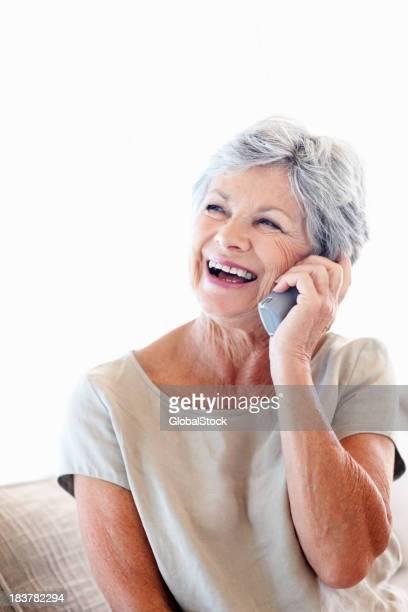 Femme discuter sur téléphone sans fil