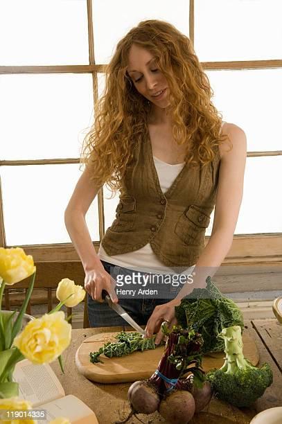 woman clam sauce 野菜のキッチン - 根菜 ストックフォトと画像