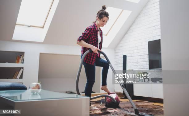 女性清掃アパート