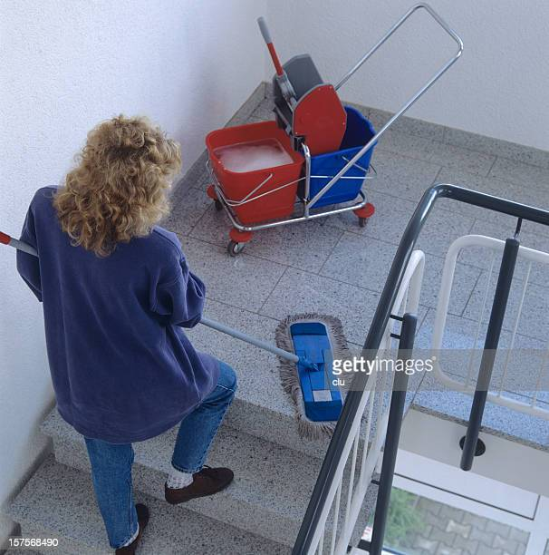 Donna pulizia del housefloor