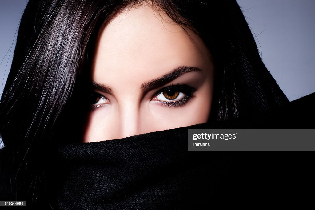woman closeup portrait with expressive eyes : Foto de stock