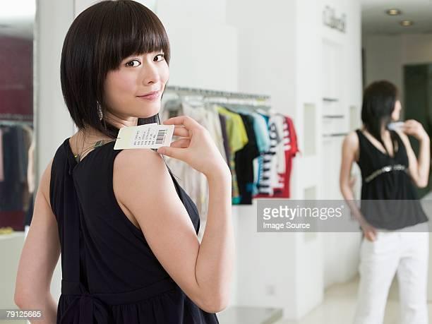 Frau Kleidung Einkaufen