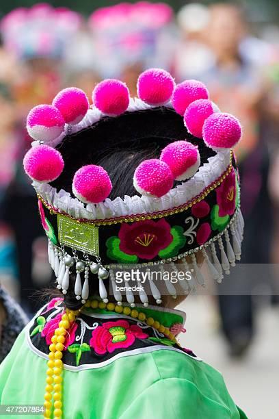woman colorful traditional clothing folk costume headdress kunming yunnan china - yunnan stockfoto's en -beelden