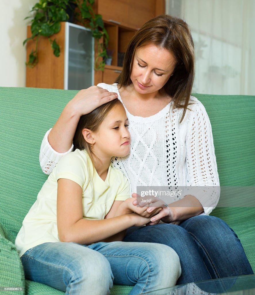 Frau komfortable traurig Tochter : Stock-Foto
