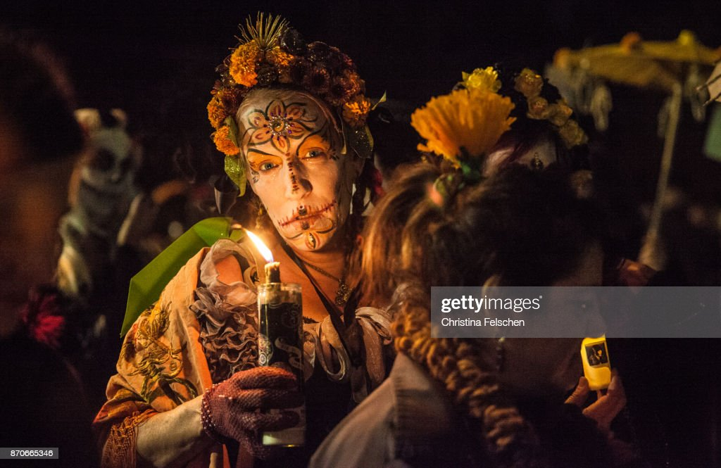 Woman commemorating the ancestors on the Day of the Dead celebration : Stock Photo