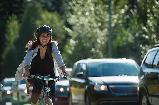 Woman commuting in a cycling lane 941940884