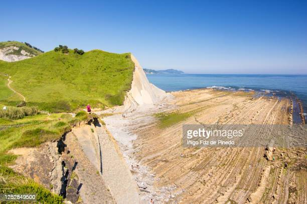 woman contempling the basque coast, zumaya, guipuzcoa, basque country, spain. - erosionado fotografías e imágenes de stock