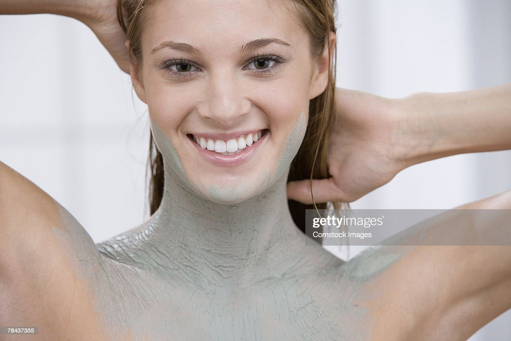 Woman covered in mud treatment : Stockfoto