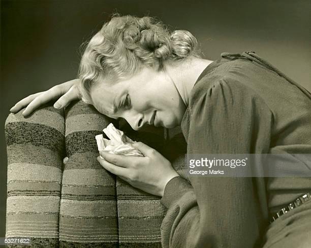 woman crumples distressing letter - donna mezzo busto bianco e nero foto e immagini stock