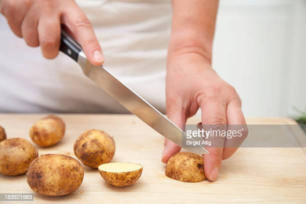 woman cutting potatoes - 根菜 ストックフォトと画像