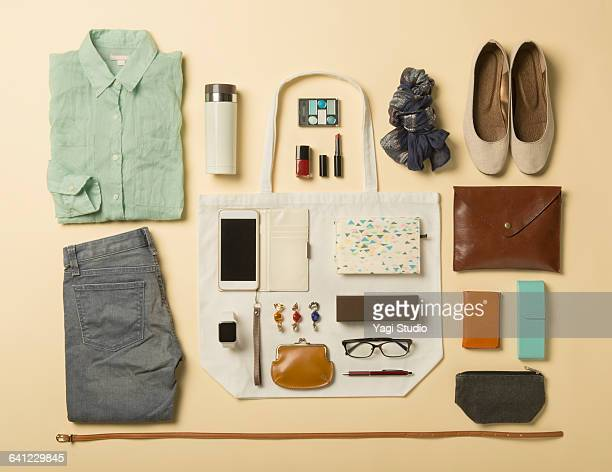 woman daily supplies shot knolling style. - knolling concept stock pictures, royalty-free photos & images