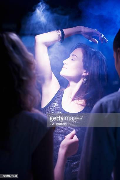 woman dancing in nightclub - image foto e immagini stock