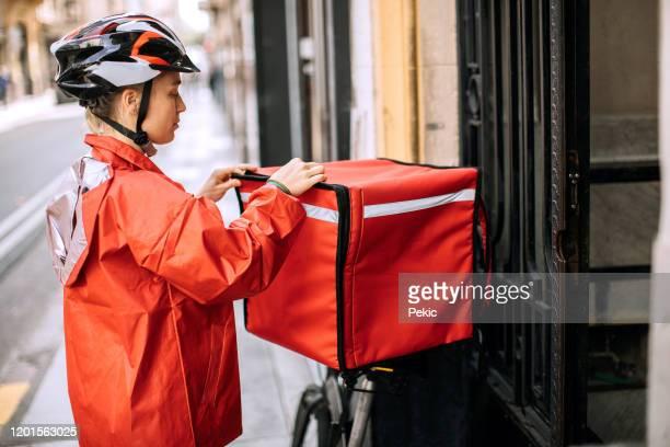 woman delivering food - montare foto e immagini stock