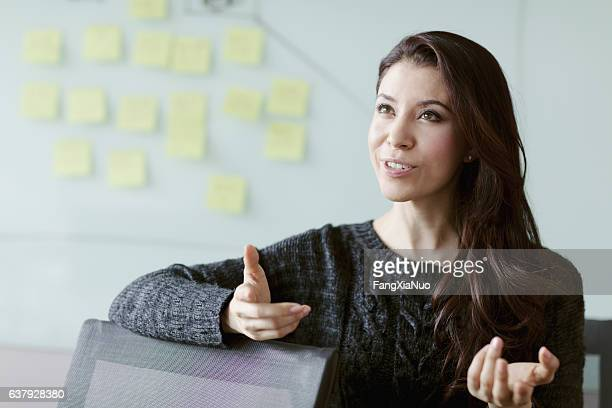 woman discussing ideas and strategy in studio office - esprimere a gesti foto e immagini stock