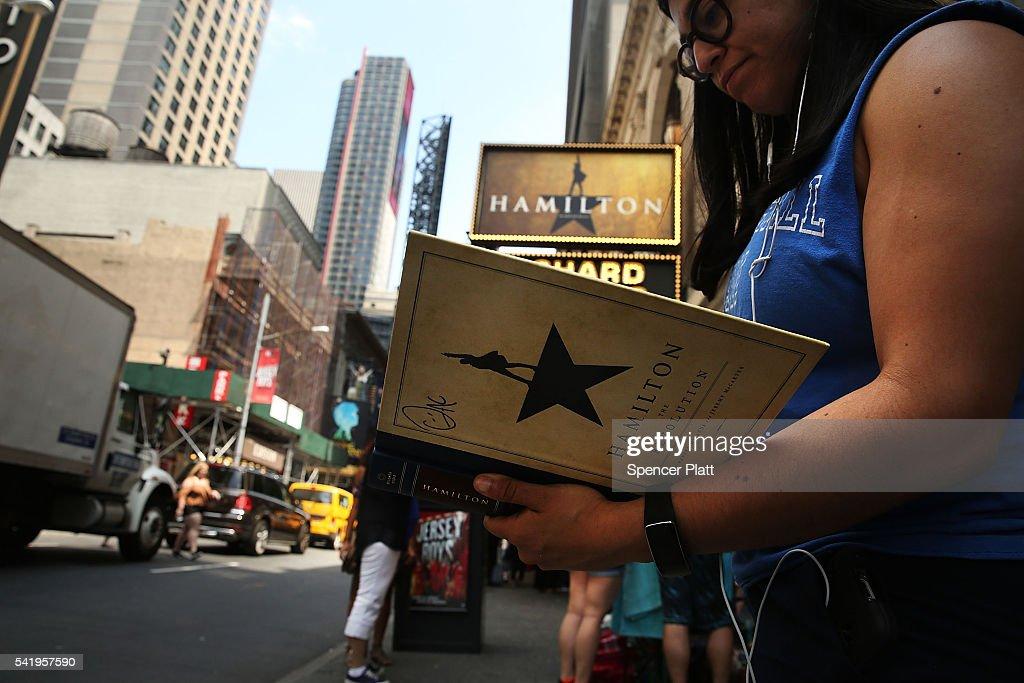 "Award-Winning Musical ""Hamilton"" Draws Throngs To Broadway : News Photo"