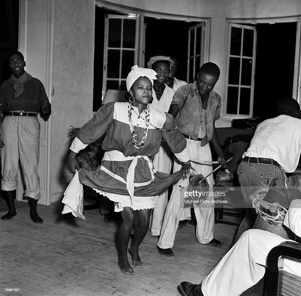 Dancers In Haiti : News Photo