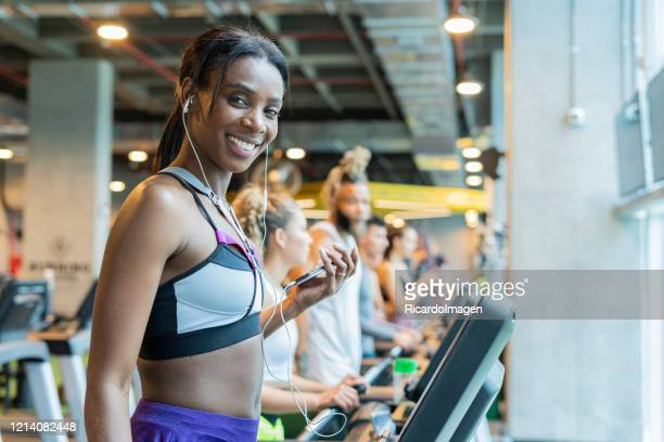 woman doing cardiovascular exercise on a treadmill - musculoso stock pictures, royalty-free photos & images