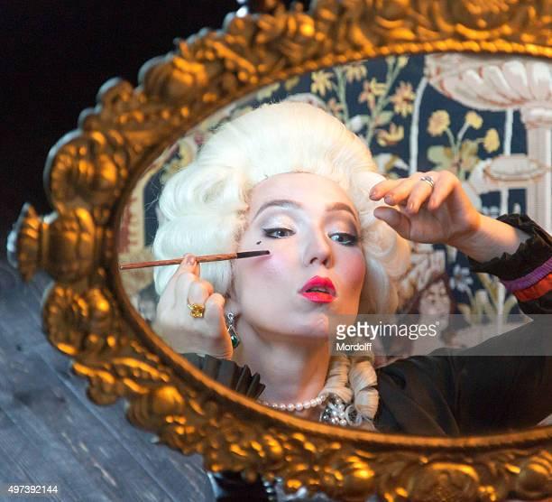 Verführerisch Frau macht Make-up