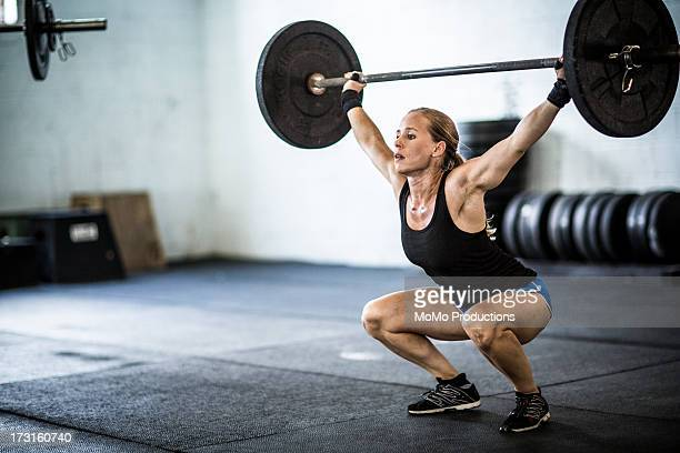 woman doing Gym snatch