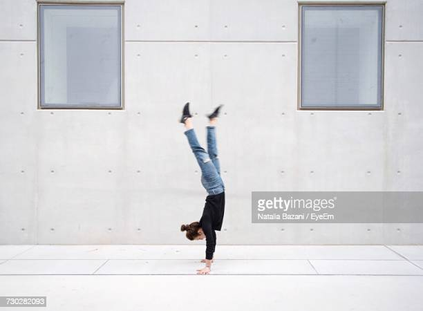 woman doing handstand in city - handstand stock pictures, royalty-free photos & images
