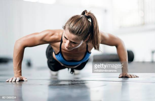 woman doing push ups - daily sport girls stock pictures, royalty-free photos & images
