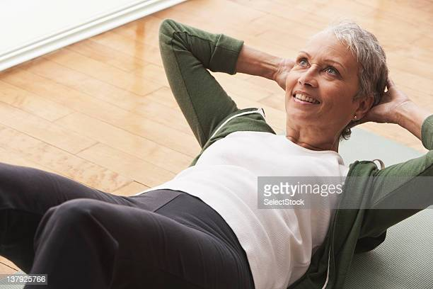 woman doing sit-ups - sit ups stock photos and pictures