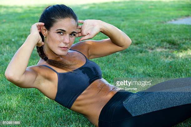 woman doing sit-ups - sports bra stock pictures, royalty-free photos & images