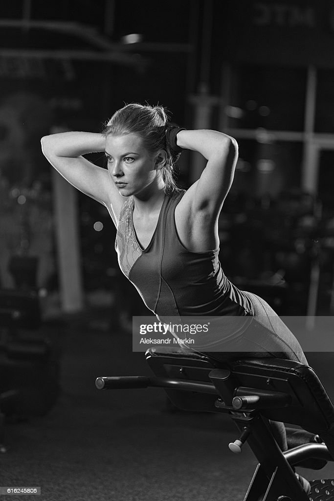 Woman doing strength exercises for abs muscles : Stock Photo