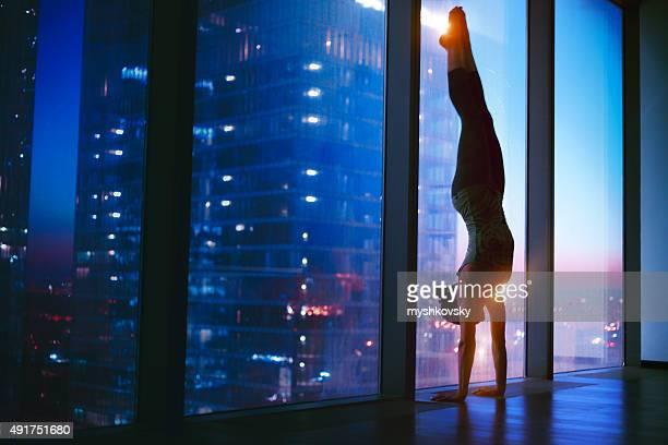 Frau tun yoga Übung