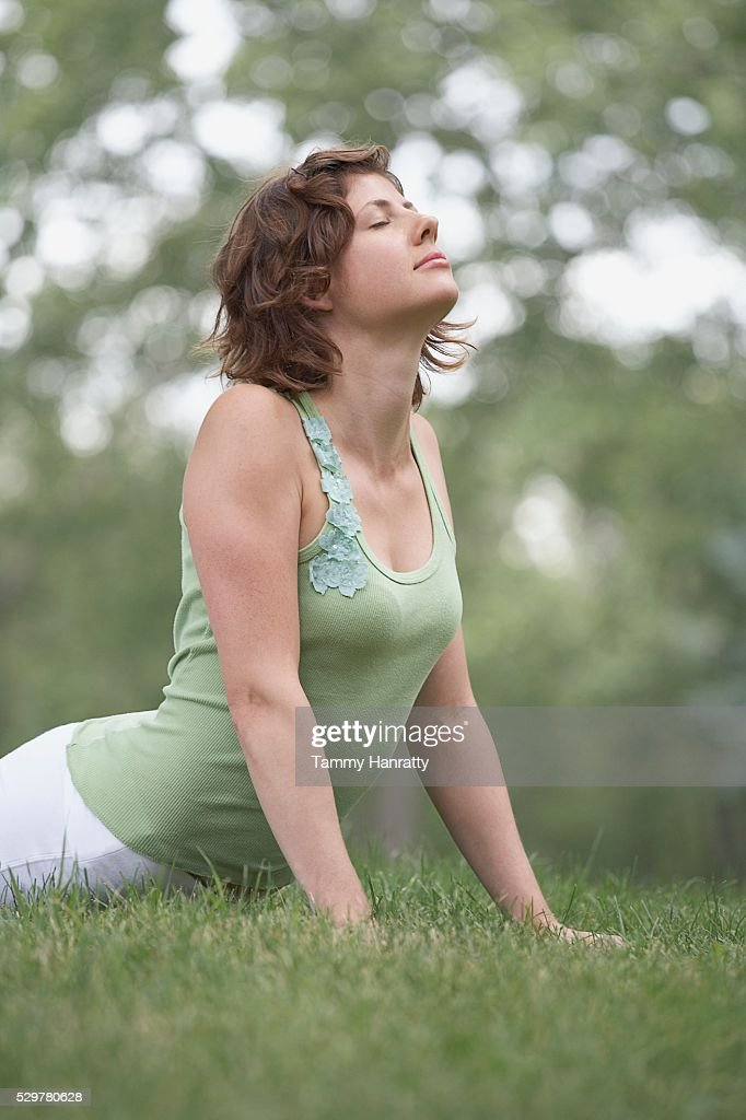 Woman doing yoga in park : Bildbanksbilder