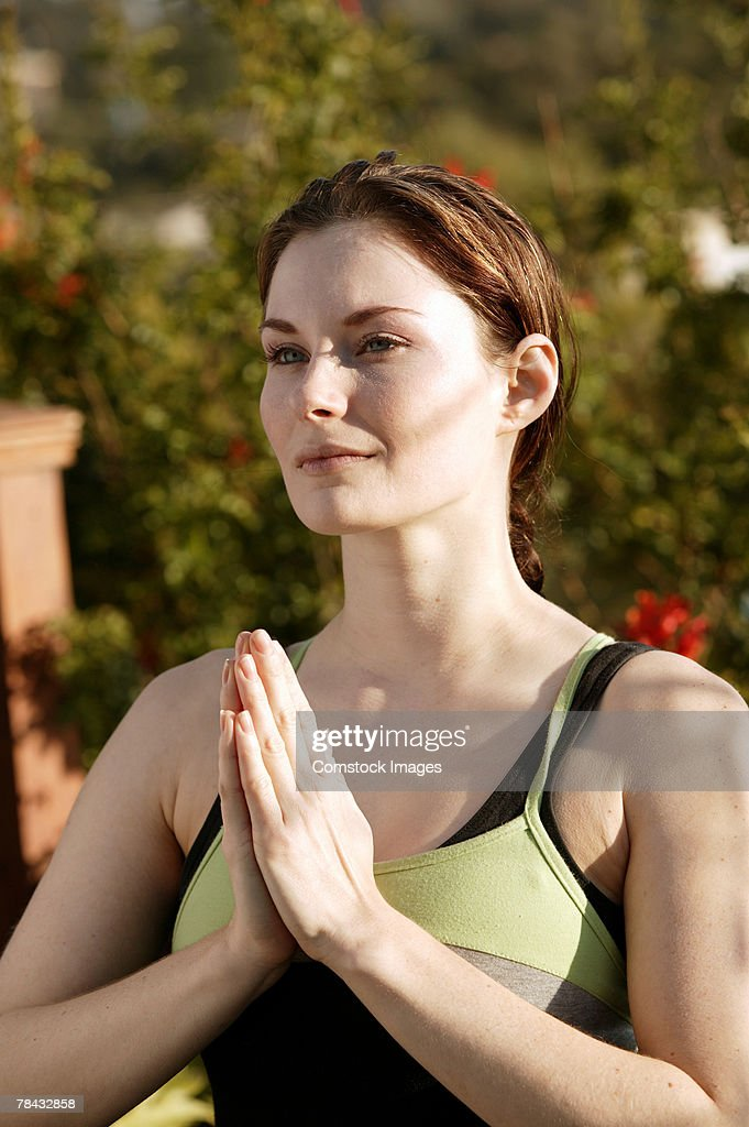 Woman doing yoga outdoors : Stockfoto