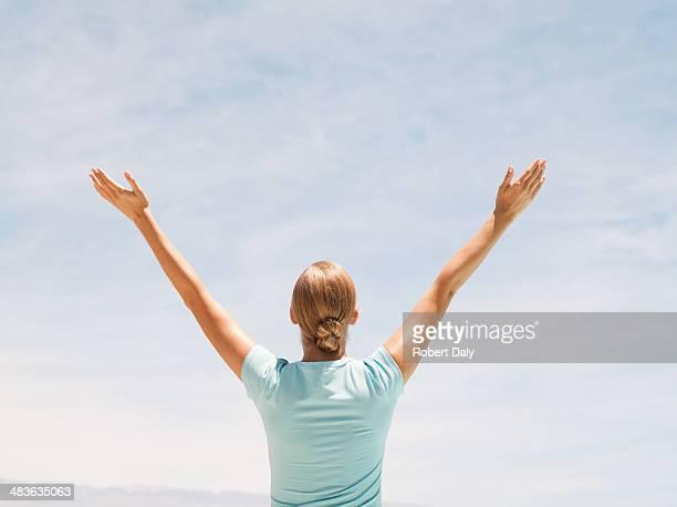 Femme faisant yoga