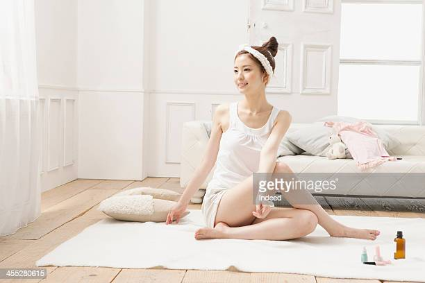 Woman dose stretching with the loungwear