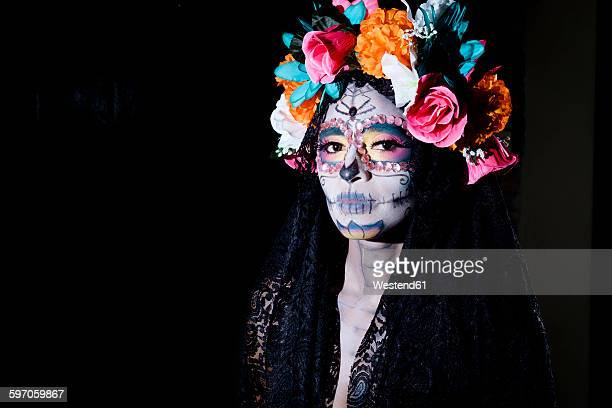woman dressed as la calavera catrina, traditional mexican female skeleton figure symbolizing death - dia de muertos fotografías e imágenes de stock
