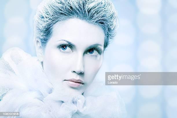 服を着た女性雪クイーン