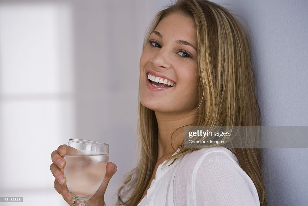 Woman drinking glass of water : Stockfoto