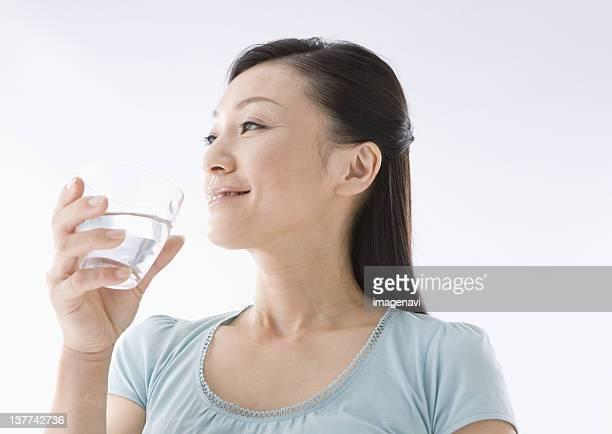 woman drinking water - 35 39歳 ストックフォトと画像