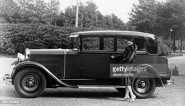 woman drives a Nash car model 433 14/70 6 cylinder coach Photographer Zander Labisch Published by 'Die Dame' 03/1928/1929Vintage property of ullstein...