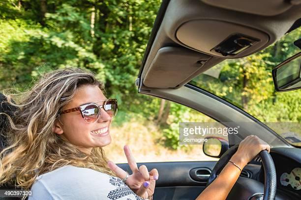 女性が運転転換車