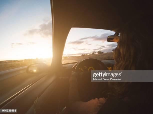woman driving her car - conductor oficio fotografías e imágenes de stock