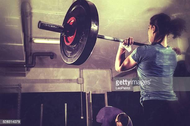 Femme au cours de l'entraînement