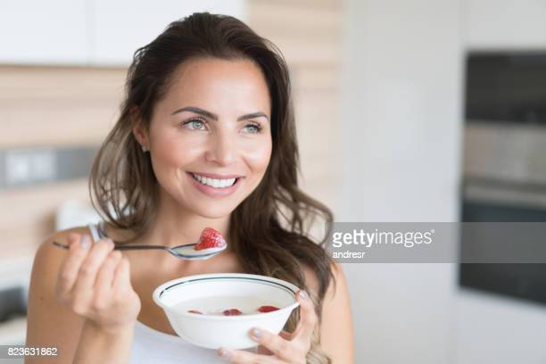 Frau Essen ein gesundes Frühstück
